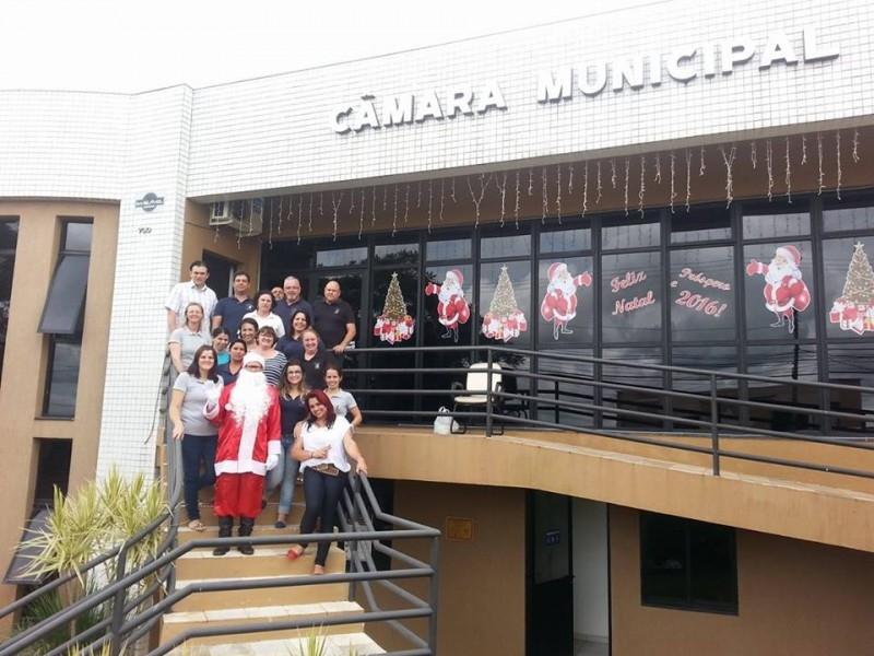 Papai Noel participa de atividade no bairro Vila Rica