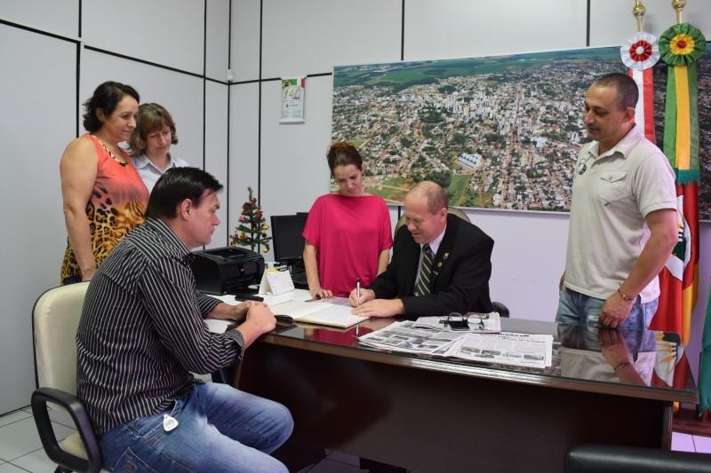 Paulino passa a presidência da Câmara a Erlei Vieira