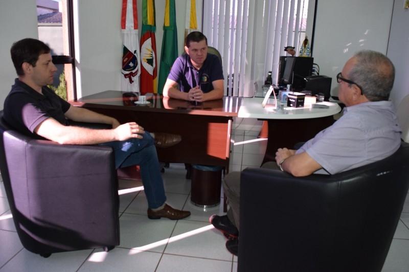 Gauchinho recebe secretários municipais
