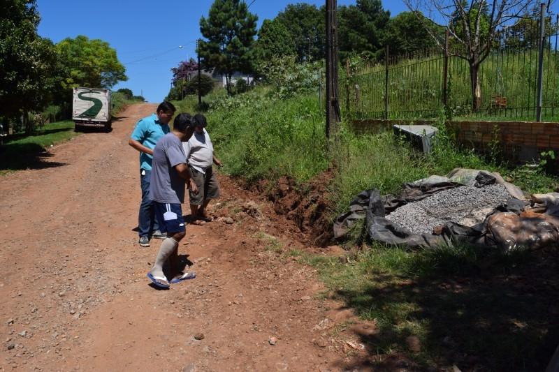 Moradores da rua Cuiabá pedem providências