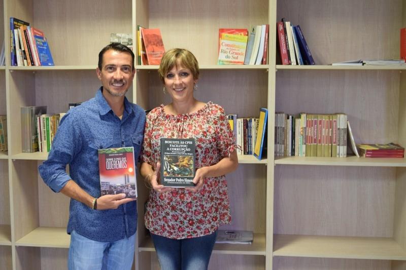 Ex-vereadora doa livros à Câmara Cidadã Romeu Scaglia Barleze