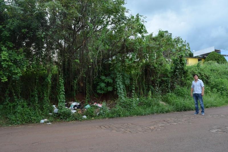 Vereador faz indicação para limpeza de terrenos
