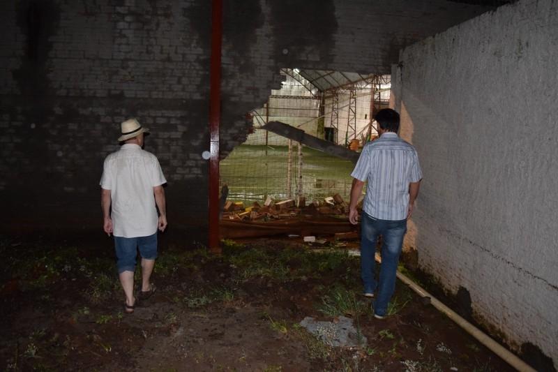 Forte chuva causa danos à comunidade