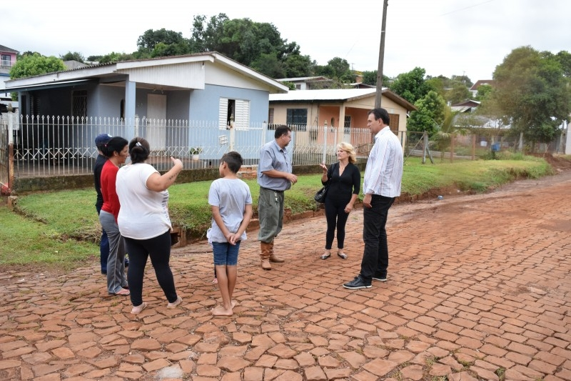 Moradores da Minas Gerais pedem socorro de vereador