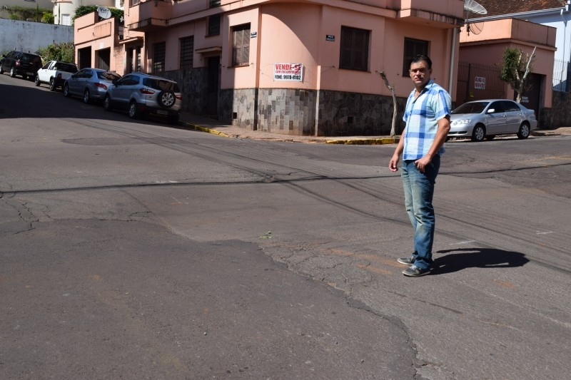 Moradores fazem alerta a problemas na Rua Venâncio Aires