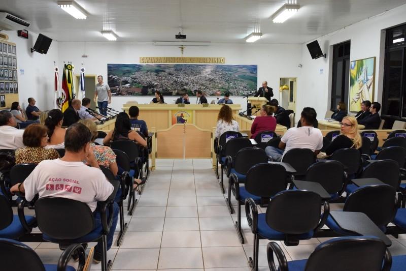 Vereadores aprovam projetos por unanimidade