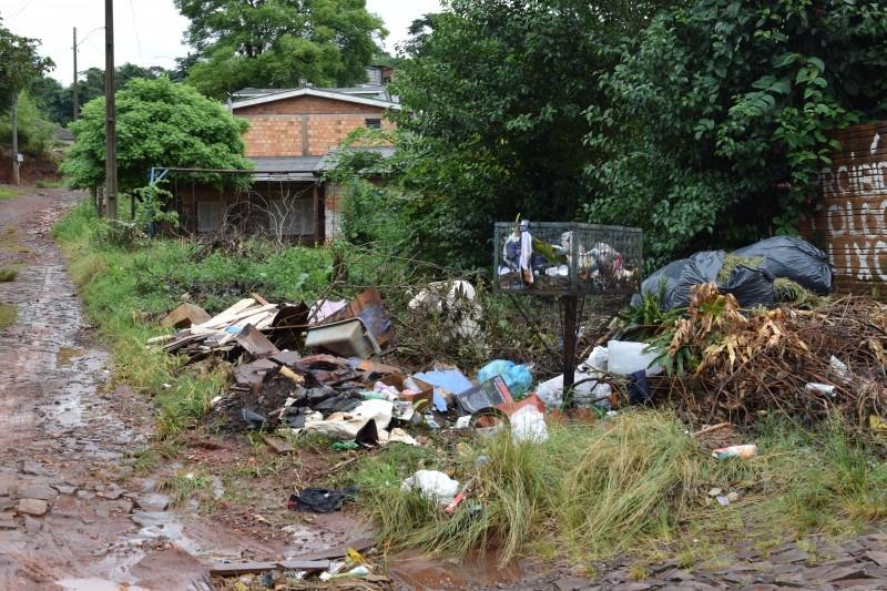 Moradores do bairro Princesa reclamam de abandono de praça