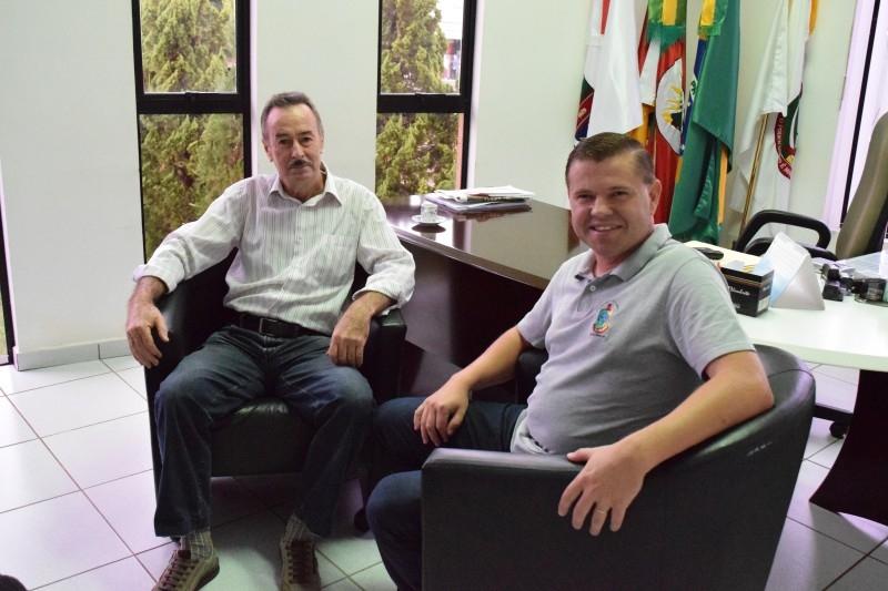 Ex-prefeito de Coqueiros do Sul visita presidente da câmara