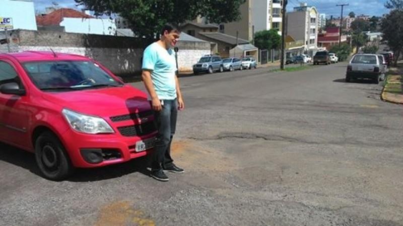 Moradores da Rua Ernesto Alves pedem providências