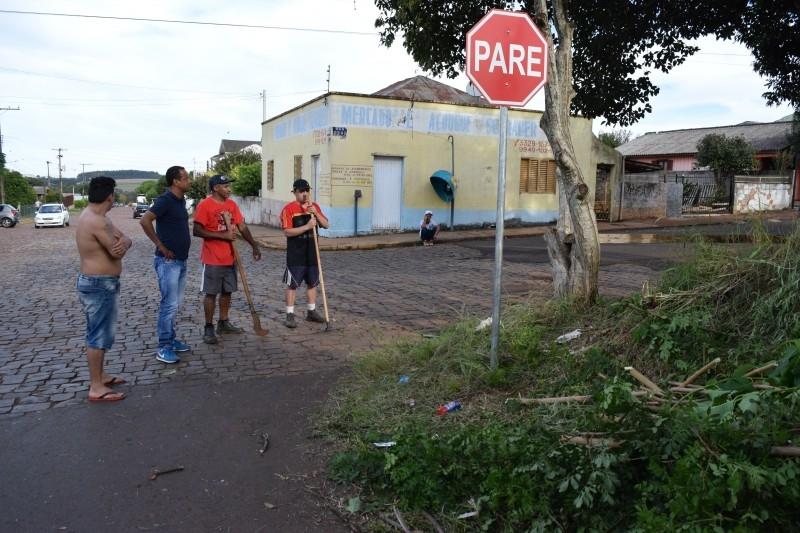 Diretoria do Esporte Clube Brasil pede ajuda de Alaor para recolhimento de lixo