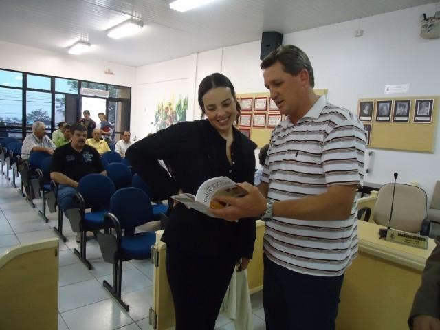 Juliana Brizola em visita a Carazinho.