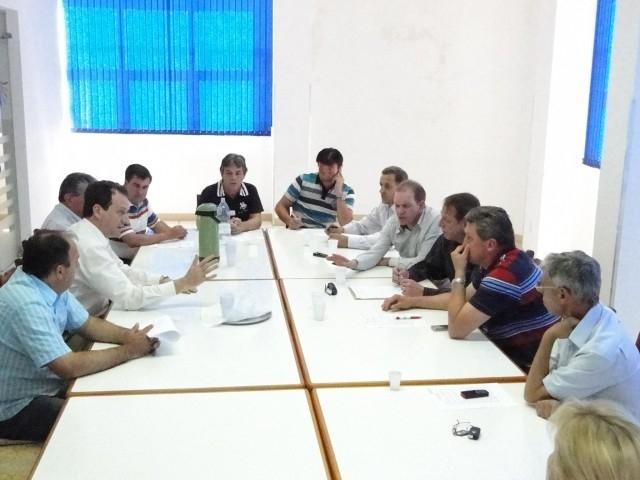SOBREAVISO MÉDICO – Vereadores se reúnem com a direção do HCC.