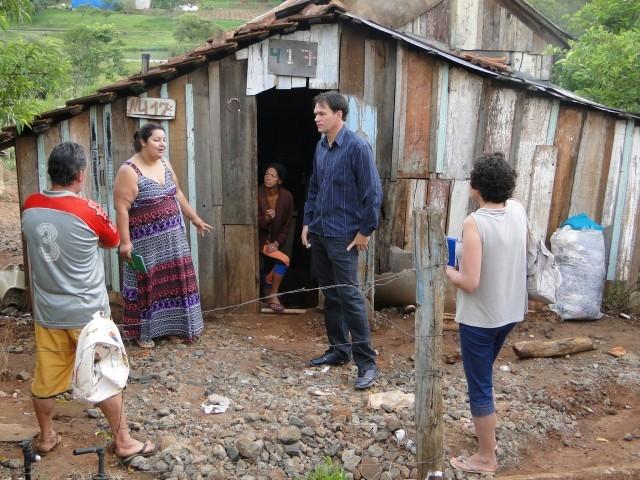Bairro Santa Terezinha recebe visita do Vereador Erlei Vieira.