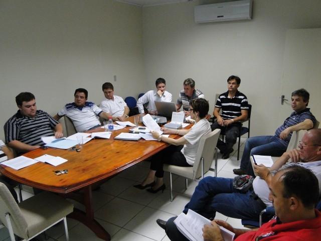 Contrato da Corsan, Alterações no Regimento Interno e Lei Orgânica são tema de reunião entre todos os vereadores.