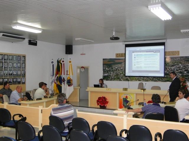 Vereadores recebem subsídios da Equipe da Fundação Getúlio Vargas