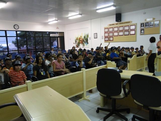 Legislativo é apresentado as Crianças que Participam do Projeto sou Cidadão sou do Tamanho que me Vejo.