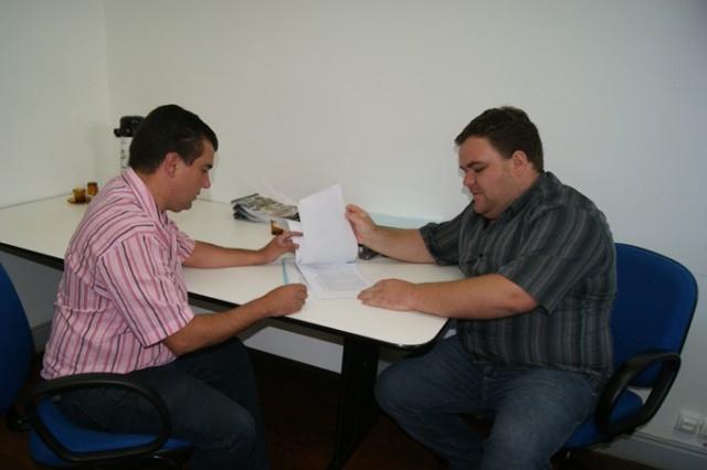 Estevão de Loreno entrega proposta para Legislação Municipal para o Serviço de Motofrete