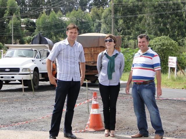 Vereadores e Novo Secretário de Obras acompanham Asfaltamento no Distrito