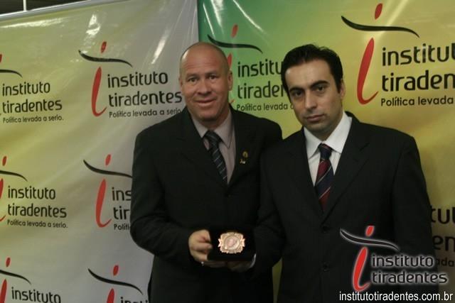 Paulino de Moura recebe Medalha em Porto Alegre