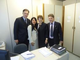 Parlamentares no Ministério da Saúde em audiência com a assessoria técnica.