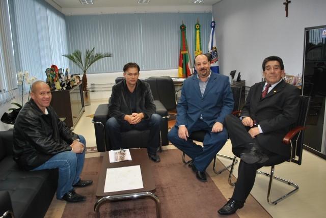 Prefeito e Vereadores visitam Centro de Recuperação de Dependentes Químicos em Cachoeirinha