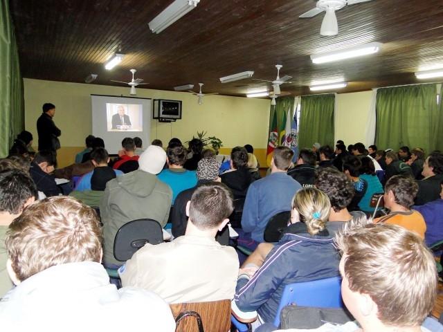 Vereador Erlei palestra para Alunos da Escola EEEPROCAR