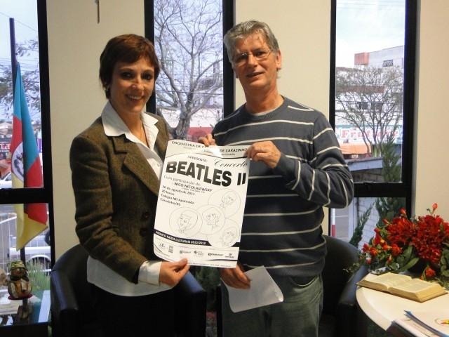 A presidente Sandra Citolin recebe convite para o Concerto Beatles II