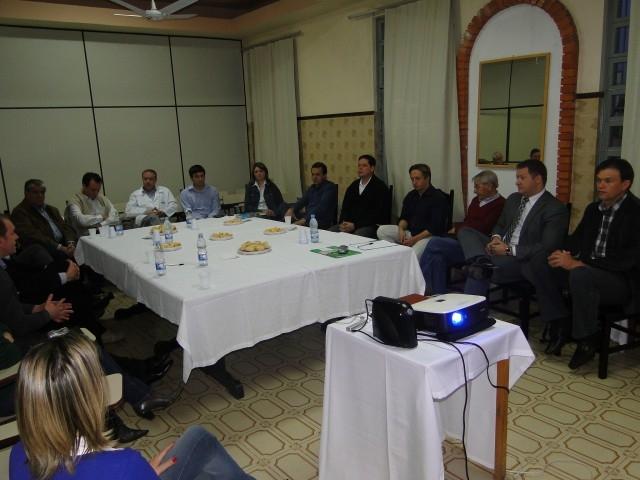Vereador Erlei participou de reunião com a direção do HCC