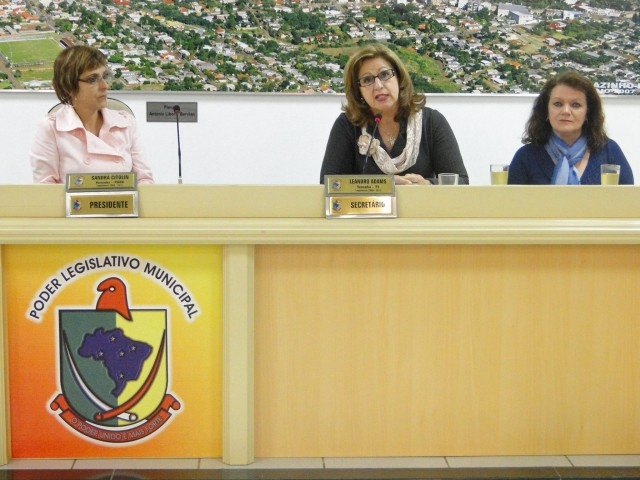 Liga Feminina de Combate ao Câncer participa da Tribuna Livre