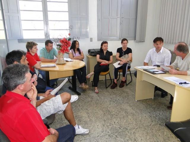 Vereador Erlei intermedeia reunião entre o Setor de Fiscalização e os comerciantes de lanches rápidos