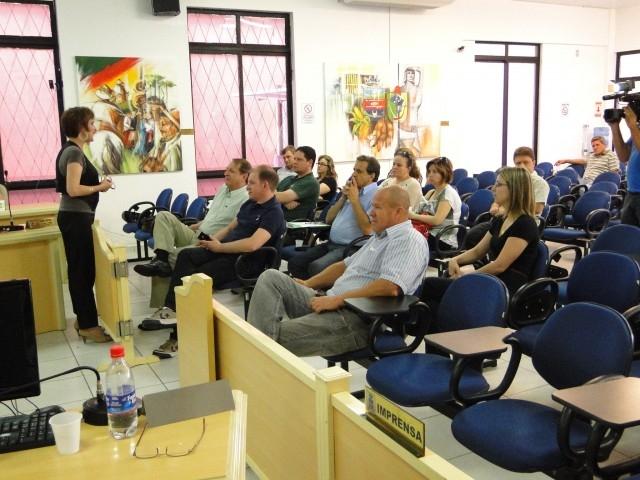 Legislativos e Executivos da micro região discutem apoio ao HCC