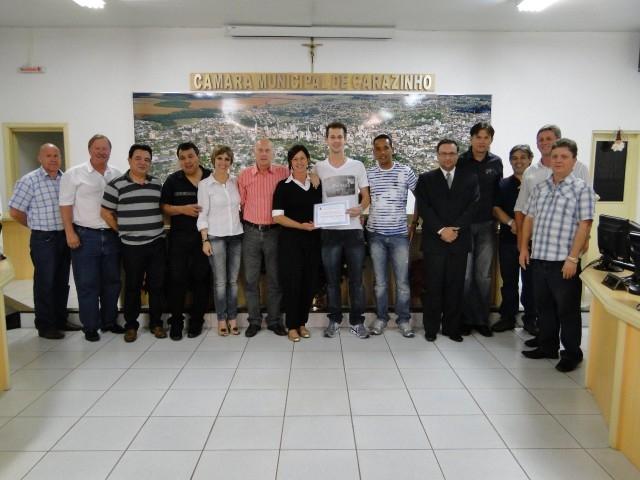 Homenagem ao Atleta Carazinhense campeão da série ouro de Futsal