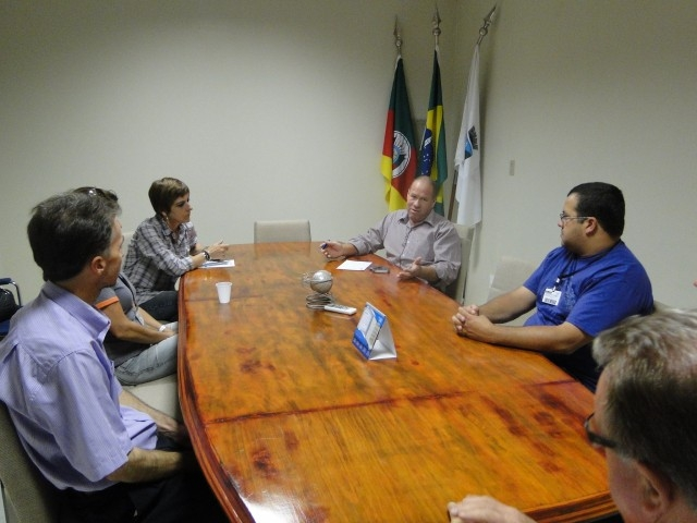 Paulino e Sandra em reunião com CFCs