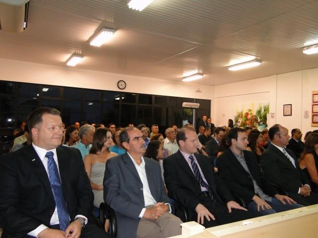 Sessão solene da Câmara de vereadores para entrega de títulos a homenageados