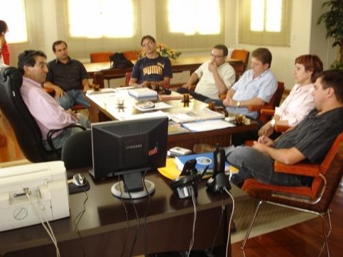 Primeiro encontro da mesa diretora e da administração municipal.