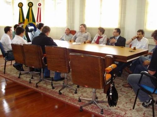 Prefeito reúne Poder Legislativo para apresentação de projetos