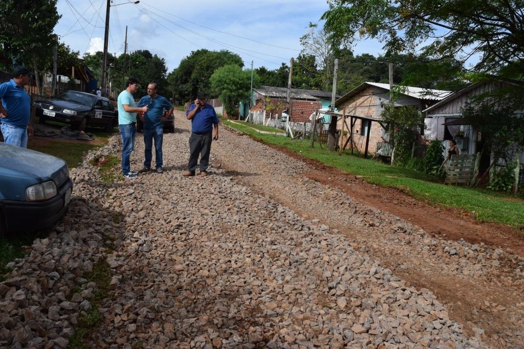 Erlei fiscaliza obras no bairro São Lucas