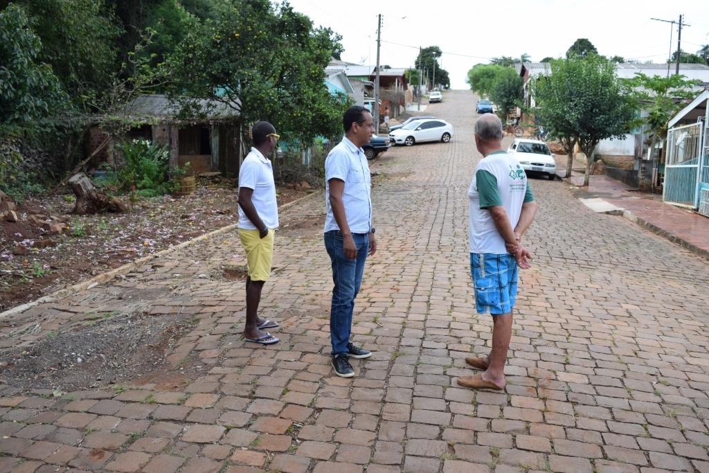 Moradores do bairro Medianeira pedem apoio de Alaor
