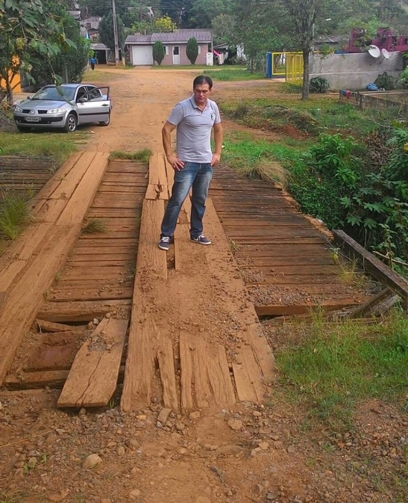 Vereador fiscaliza ponte no bairro Brandina
