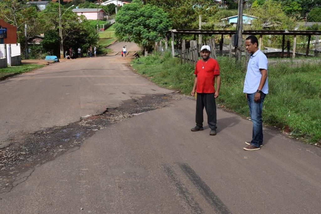 Vereador solicita tapa buracos na Rua Xavantes