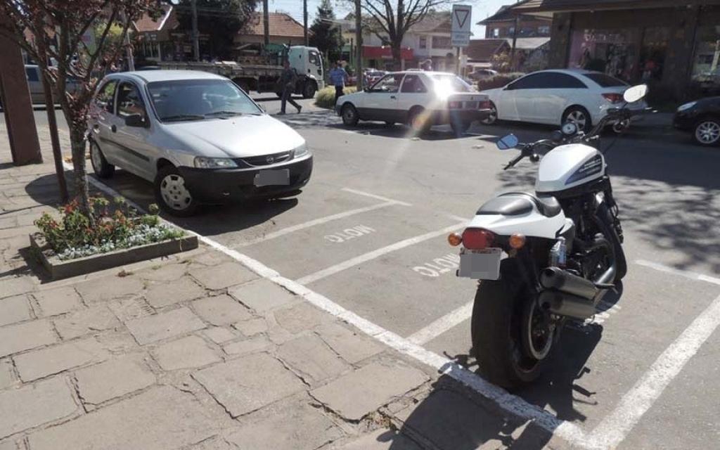 Vereador sugere demarcação de área para estacionamento