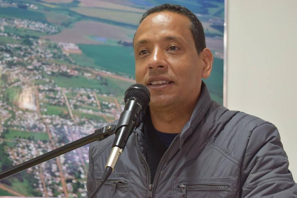 Vereador solicita vacina contra a gripe a professores e funcionários de escola