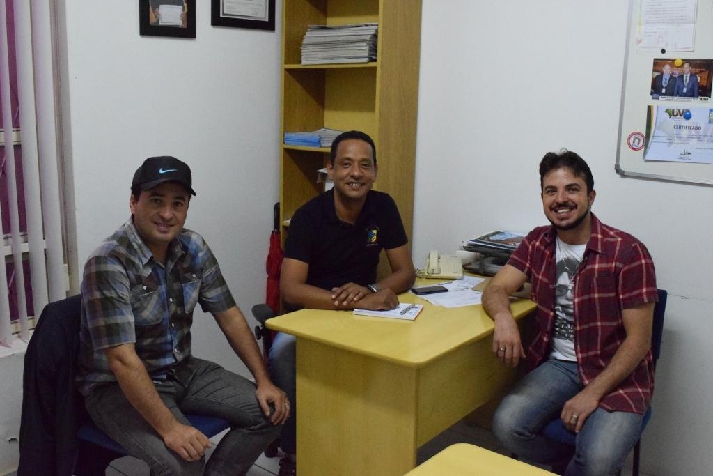 Vereador conhece novo projeto de dupla sertaneja de Carazinho