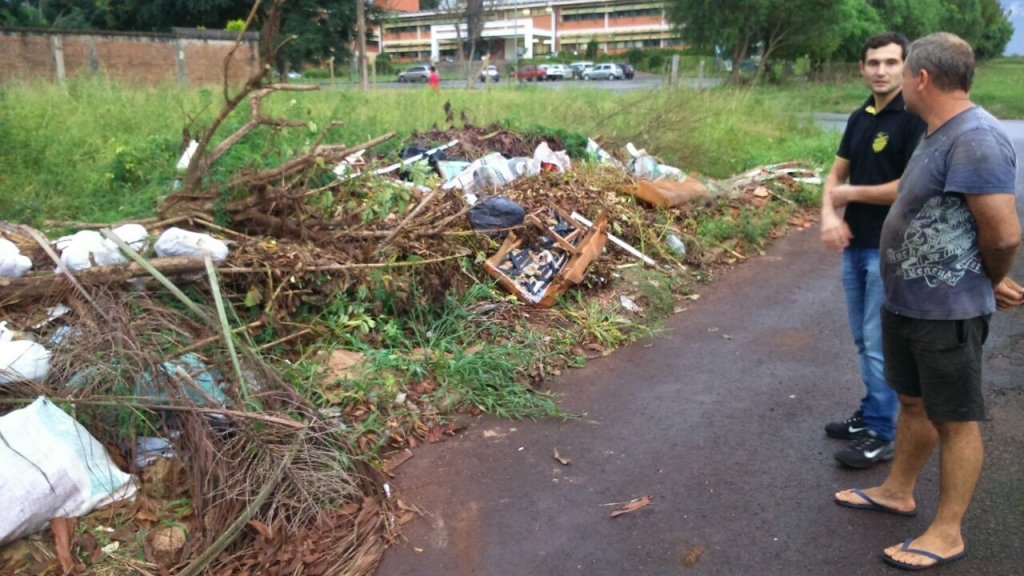 Moradores pedem limpeza de terreno no bairro Oriental