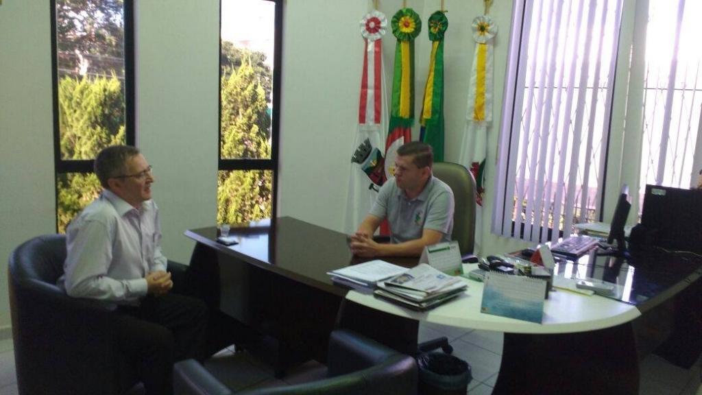 Novo gerente do Banrisul se apresenta à Câmara de Vereadores