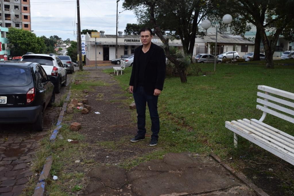 Praça Alfredo D'Amore recebe melhorias, após indicação de vereador