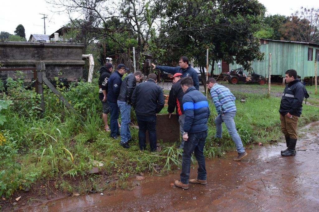 Fiscalização fará análise da água na Rua Minas Gerais