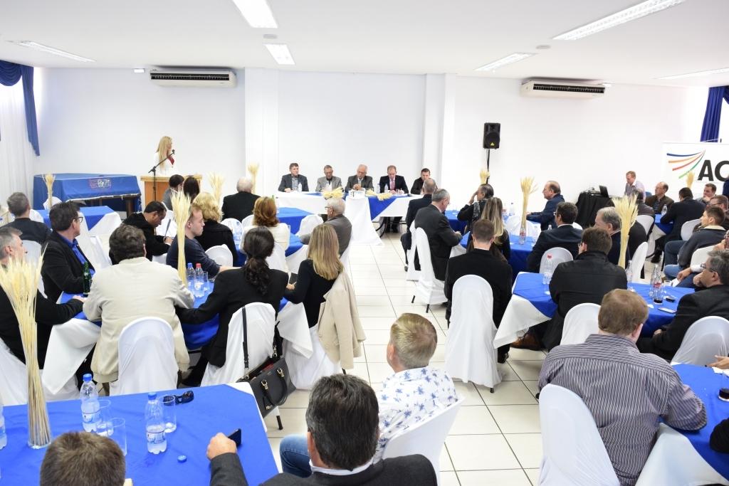 Vereadores prestigiam reunião almoço com vice-governador do Estado