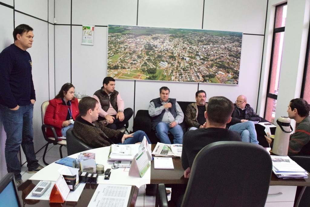 Comissão de obras fiscaliza reforma da praça Alfredo D'Amore
