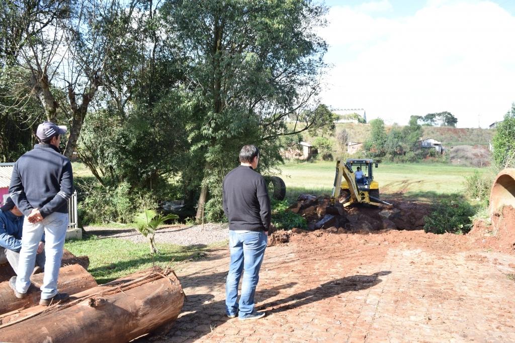 Vereador fiscaliza ação da secretaria de obras no bairro Dileta